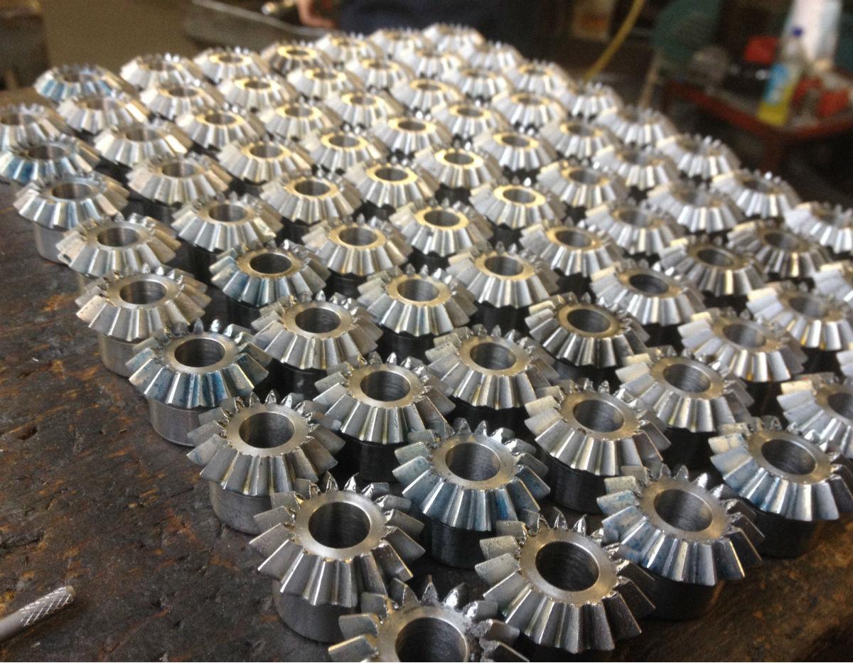 metal gears in grid
